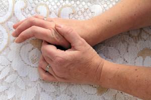 ¿Qué factores se asocian al desarrollo de artrosis?